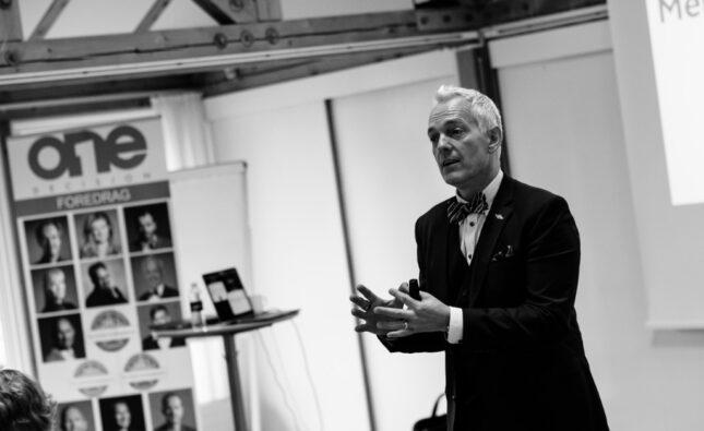 Menneskekender, Tony Evald Clausen, Bizzup.dk, One Decision,