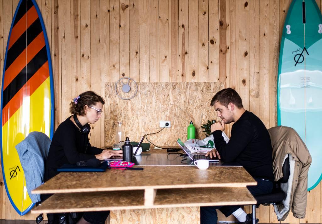 Surf & Work, Silicon VØ, Bizz Up